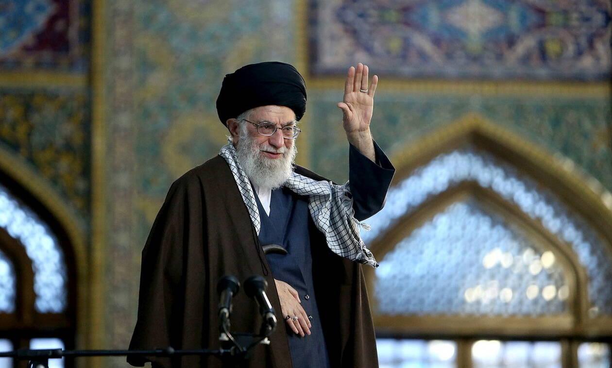 Αγιατολάχ Αλί Χαμενεΐ: Το Ιράν δεν θα «ξεγελαστεί» από τα πολιτικά κόλπα των ΗΠΑ