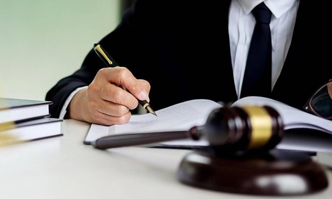 «Βόμβα»: Διαγράφουν άρθρα από τον Ποινικό Κώδικα για Πρέσπες και μνημόνια