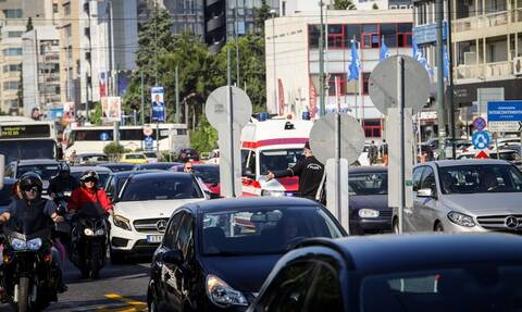 ΤΩΡΑ: «Παρέλυσε» το κέντρο από την κίνηση – Δραματική κατάσταση στη Συγγρού (pics)