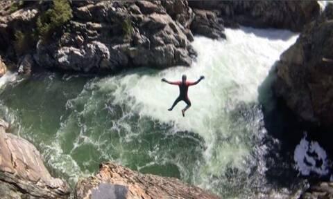 Απίθανο βίντεο: 28χρονος βουτά από ύψος σε ορμητικά νερά και κόβει την ανάσα!