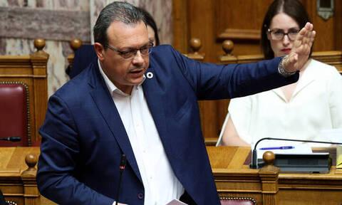 Μαλλιά κουβάρια στον ΣΥΡΙΖΑ μετά το «όχι» Φάμελλου για τις τροπολογίες