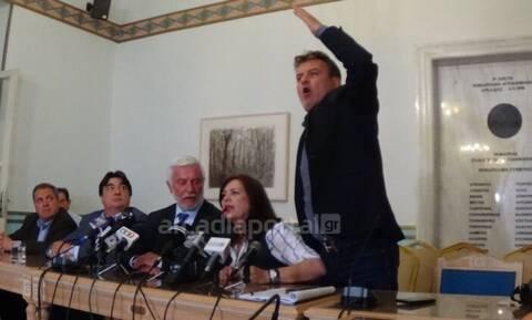Τρίπολη: Χαμός σε συνέντευξη Τύπου - Το εμπάργκο και οι... καλτσοδέτες!