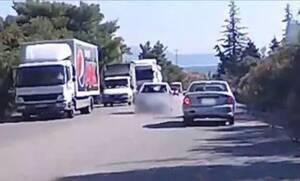 Οδηγός στην Κρήτη κάνει την πιο ηλίθια κι επικίνδυνη προσπέραση που έχετε δει!