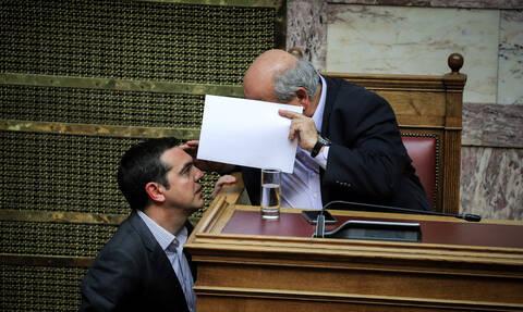 Ο Τσίπρας «πάγωσε» τις μετατάξεις στη Βουλή - Βούτσης: «Δεν έχει γίνει ούτε μία μόνιμη πρόσληψη»