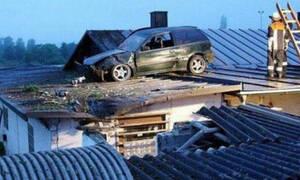 Αν είναι δυνατόν! Αυτοκίνητο «απογειώνεται» και πέφτει πάνω σε ταράτσα!