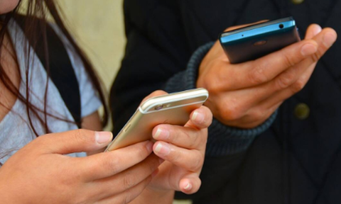 Κρητικός είδε ερωτικό SMS στο κινητό της συζύγου του - Έγινε χαμός
