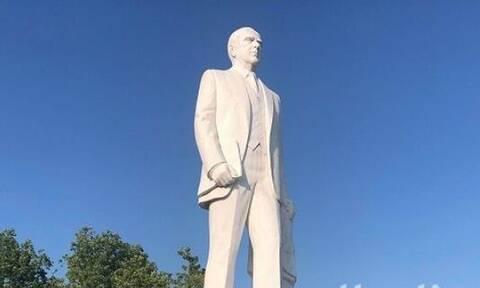 Θεσσαλονίκη: Βανδάλισαν το άγαλμα του Κωνσταντίνου Καραμανλή