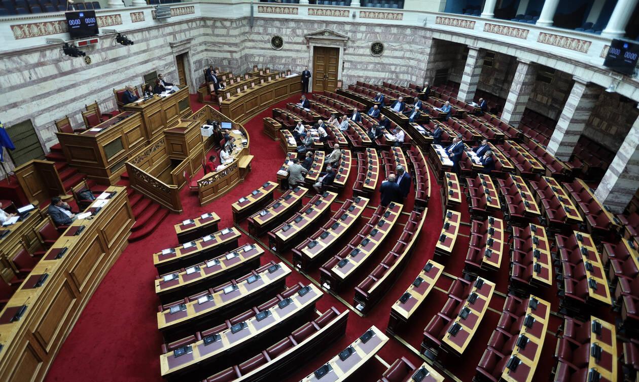 Ψηφίστηκε η κατάργηση της μείωσης του αφορολόγητου - Αυλαία για τη Βουλή