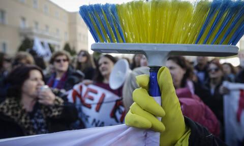Βαρέα και ανθυγιεινά: Τι αλλάζει για τις καθαρίστριες της δημόσιας εκπαίδευσης