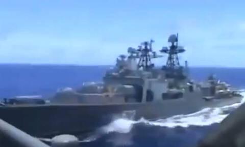 Παραλίγο σύγκρουση αμερικανικού και ρωσικού πλοίου – Δείτε το συγκλονιστικό βίντεο