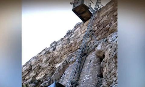 Από ιερός βράχος... γολγοθάς η Ακρόπολη για τα άτομα με ειδικές ανάγκες (video)