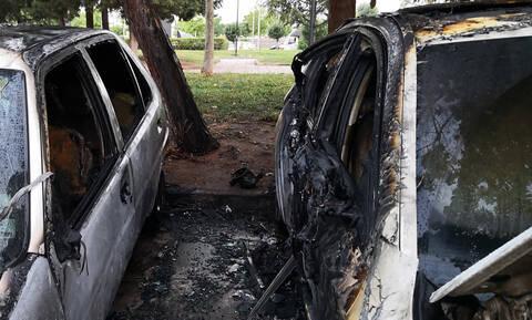 Θεσσαλονίκη: Έκαψαν αυτοκίνητα Τούρκων διπλωματών - Δείτε τα βίντεο