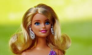 Η γηραιότερη… Barbie του Ηνωμένου Βασιλείου – Έκανε την 105η επέμβαση πριν «κλείσει» τα 50! (vid)