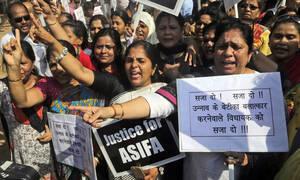 Ινδία: Ένοχοι έξι άνδρες για τον βιασμό και τη δολοφονία 8χρονου κοριτσιού