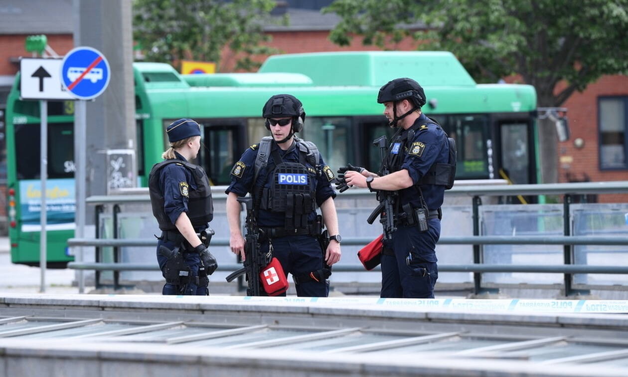 Πανικός στη Σουηδία: Η αστυνομία πυροβόλησε άνδρα που απειλούσε να ανατινάξει σιδηροδρομικό σταθμό