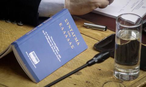 Πρόωρες εκλογές: Τι προβλέπει το Σύνταγμα για τον χρόνο της κάλπης