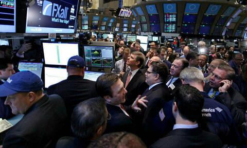 Χωρίς φρένο η άνοδος στη Wall Street - Πτώση στην τιμή του πετρελαίου