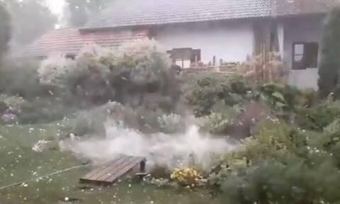 Γερμανία: Έριξε χαλάζι σε μέγεθος μπάλας του γκολφ - Τραυματίες και μεγάλες καταστροφές (vids)