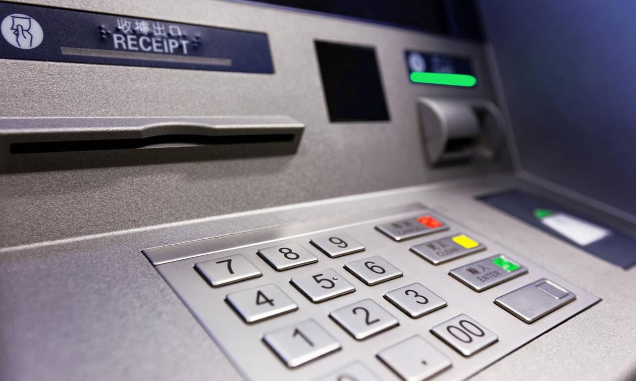 Το ΑΤΜ άρχισε ξαφνικά βγάζει χρήματα - Απίστευτες φωτογραφίες