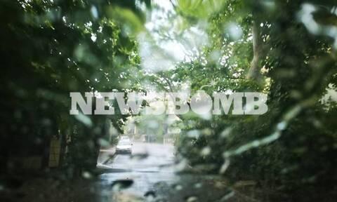 Καιρός ΤΩΡΑ: «Πνίγηκαν» τα βόρεια προάστια - «Ποτάμια» οι δρόμοι (pics&vids)