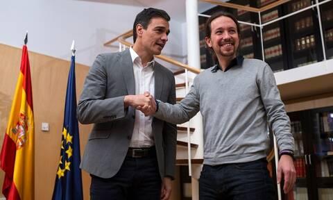 Ισπανία: Έδωσαν τα χέρια Σοσιαλιστές - Podemos για κυβέρνηση συνεργασίας