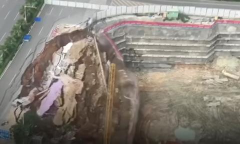 Τρομερό! Δρόμος κατέρρευσε σε δευτερόλεπτα σαν… χάρτινος πύργος (pics+vid)