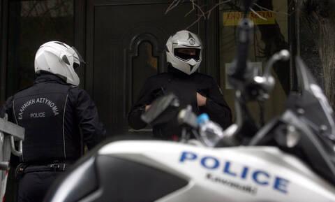 Δολοφονία 80χρονης στα Καμίνια: Αυτόν αναζητά η Αστυνομία - «Επικίνδυνος και ικανός για όλα» (vid)