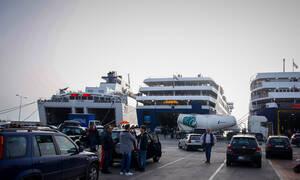 Συναγερμός: Επέστρεψε στη Ραφήνα πλοίο με 317 επιβάτες