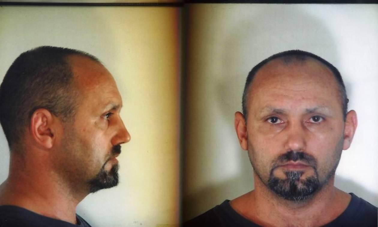 Βασίλης Παλαιοκώστας: Ο «Έλληνας Ρομπέν των φτωχών» εξιστορεί τη δική του αλήθεια στο βιβλίο του