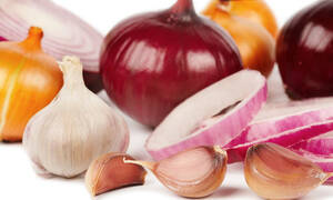 Σκόρδο και κρεμμύδι: Πόσο υγιεινά είναι τελικά;