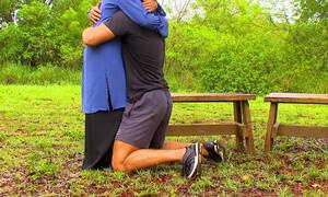 Survivor: Έπεσε στην αγκαλιά της και έκλαιγε με λυγμούς (video)