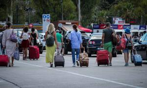Αγίου Πνεύματος: Όπου φύγει - φύγει οι Αθηναίοι - Το αδιαχώρητο στα λιμάνια