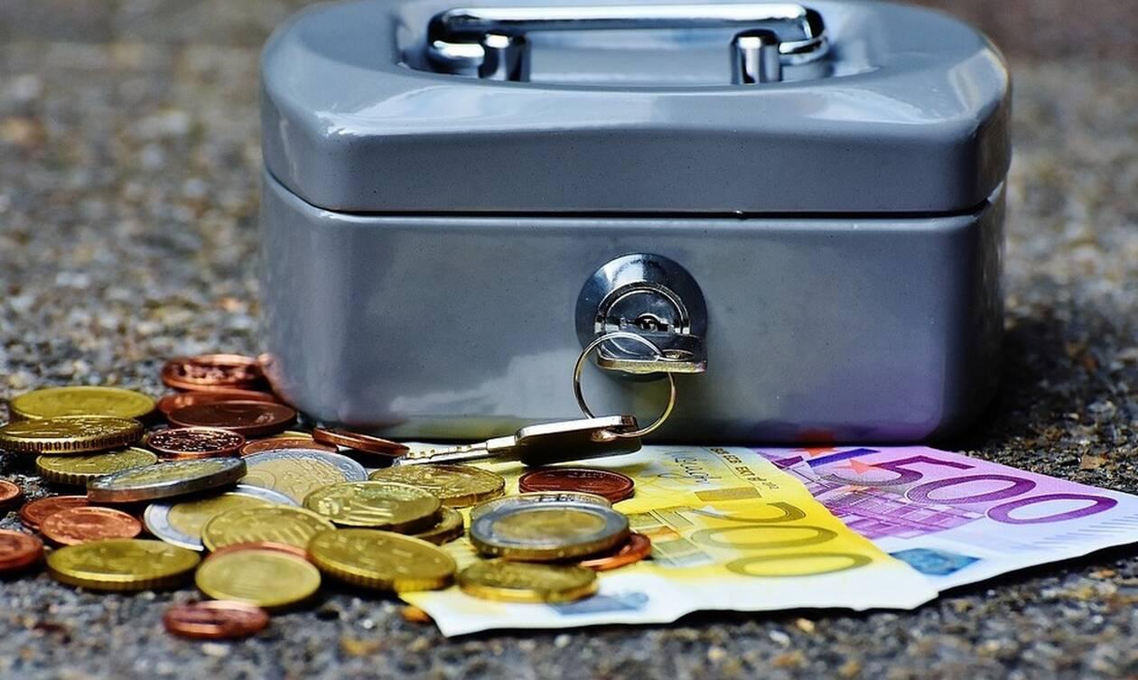 Πληρωμές επιδομάτων και συντάξεων: «Βρέχει» χρήματα τον Ιούνιο