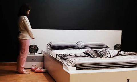 Αυτό είναι το κρεβάτι που στρώνεται μόνο του! (video)