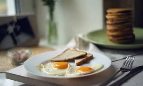 Έτσι θα απομακρύνετε την μυρωδιά του αυγού από τα πιάτα σας (pics)