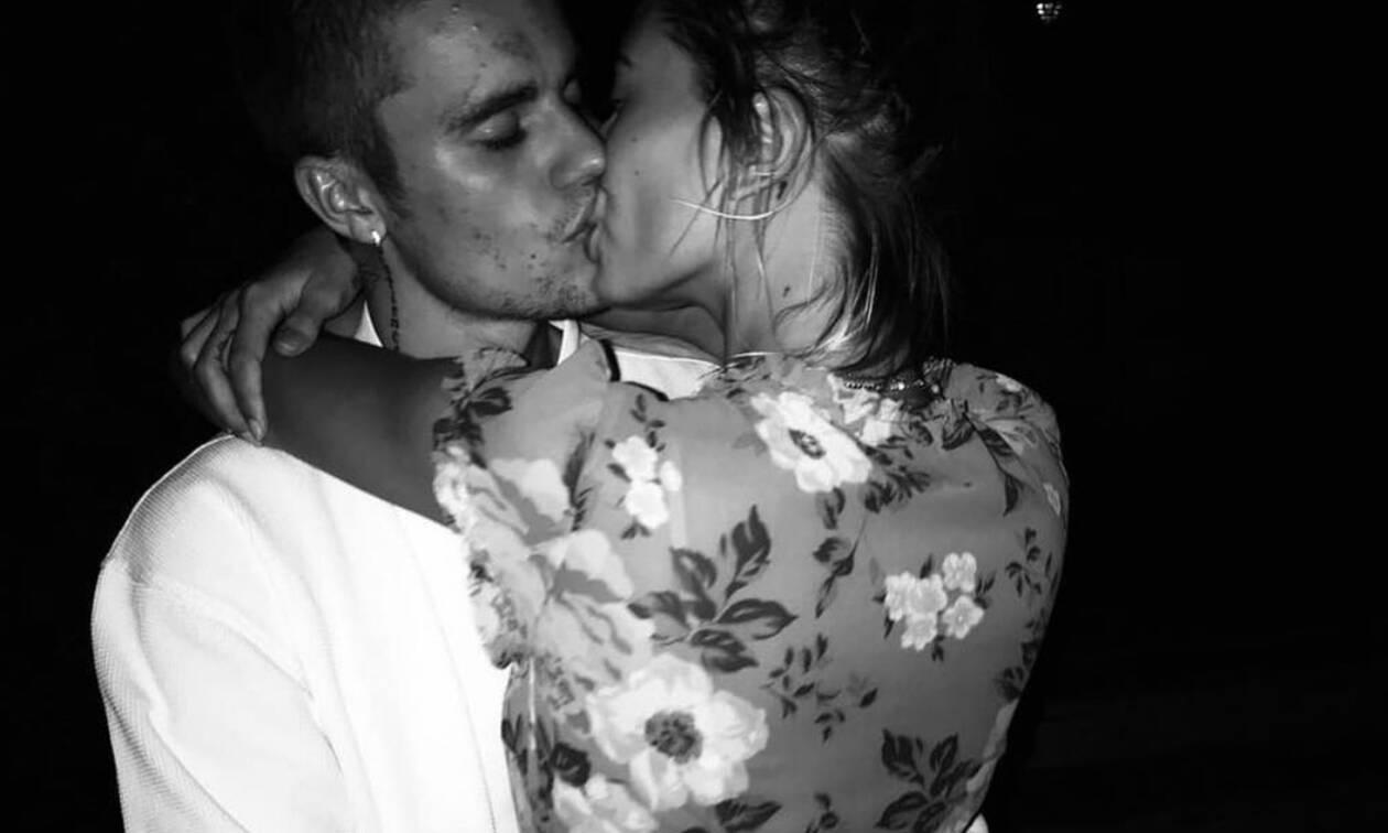 Ο Justin Bieber κι η Hailey Baldwin παίζουν έξω από ένα πολυκατάστημα κι είναι αξιολάτρευτοι