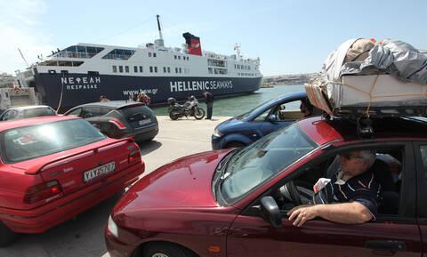 Αγίου Πνεύματος: Όπου φύγει - φύγει οι Αθηναίοι - Με 100% πληρότητα αναχωρούν τα πλοία