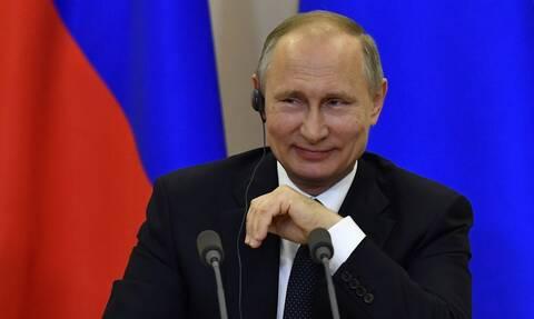 Ο Πούτιν άφησε... παγωτό τον πρόεδρο της Κίνας με το δώρο που του έκανε για τα γενέθλιά του (vid)