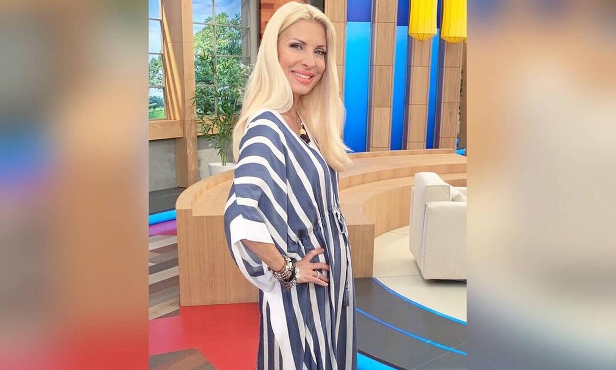 56a975ecc9e Ελένη Μενεγάκη: Κορμάρα η παρουσιάστρια - Ποζάρει με μαγιό στην ...