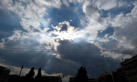 Καιρός Αγίου Πνεύματος: Ζέστη με...τοπικές βροχές - Αναλυτική πρόγνωση (χάρτες)