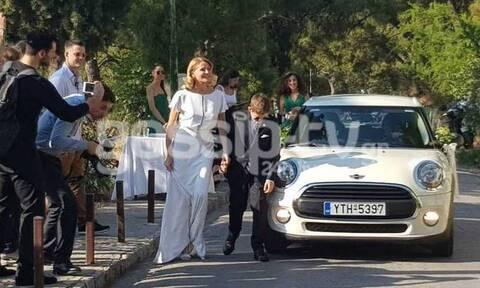Γάμος Μπαλατσινού-Κικίλια: Το παραμυθένιο νυφικό της Τζένης - Χέρι χέρι με τον γιο της
