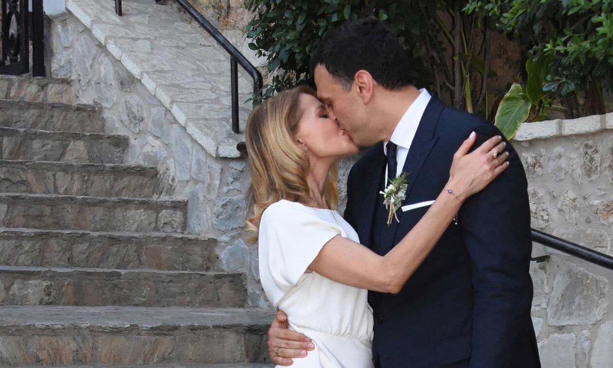 Γάμος Μπαλατσινού - Κικίλια: Η έξοδος του ζευγαριού και το τρυφερό φιλί