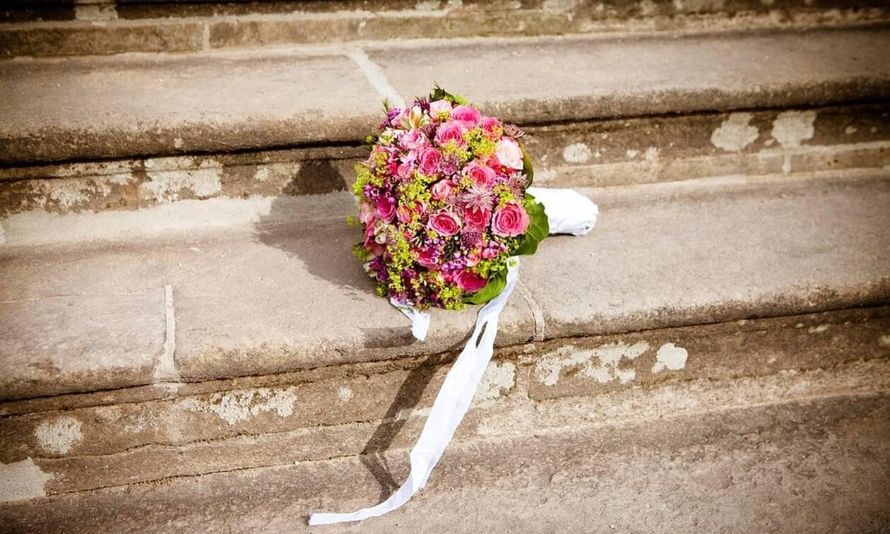 Ο πιο περίεργος γάμος - Πάντρεψαν δύο βάτραχους για βρέξει (Pics)