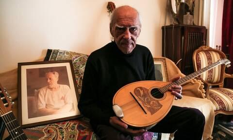 Πέθανε ο συνθέτης και δεξιοτέχνης του μπουζουκιού Στέλιος Βαμβακάρης (pics+vids)