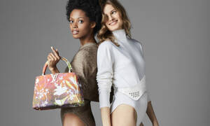 6 κορυφαίοι σχεδιαστές «πειραματίζονται» στην all time classic τσάντα της Louis Vuitton