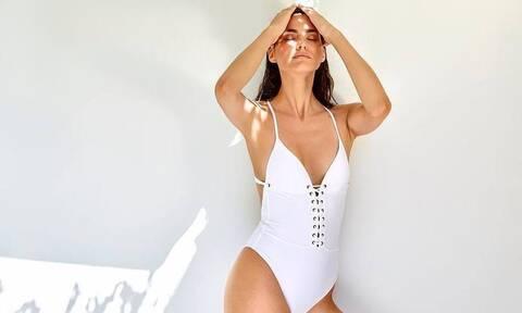 Κολάζει η Ηλιάνα Παπαγεωργίου! Κάνει topless μονόζυγο (pics)