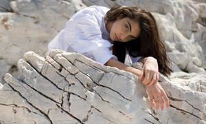 Η Ειρήνη Καζαριάν ποζάρει με μαγιό και το κορμί της δεν είναι αυτό που θυμάσαι