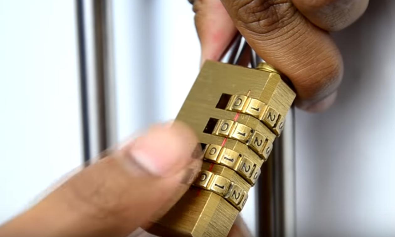 Απίστευτο βίντεο: Έτσι ανοίγουν οι κλέφτες ένα λουκέτο σε δύο λεπτά!