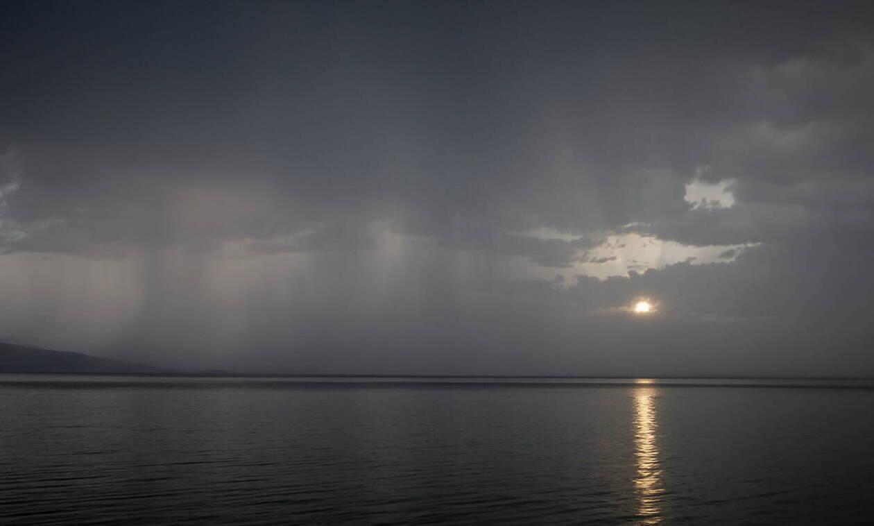 Καιρός τώρα: Το καλοκαίρι αγνοείται - Συνεχίζονται την Τετάρτη οι βροχές και οι καταιγίδες (pics)