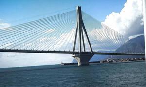 В Греции велосипедист упал с моста Рио-Антиррио
